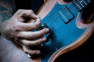 Gibson SG mit offenen Humbuckern